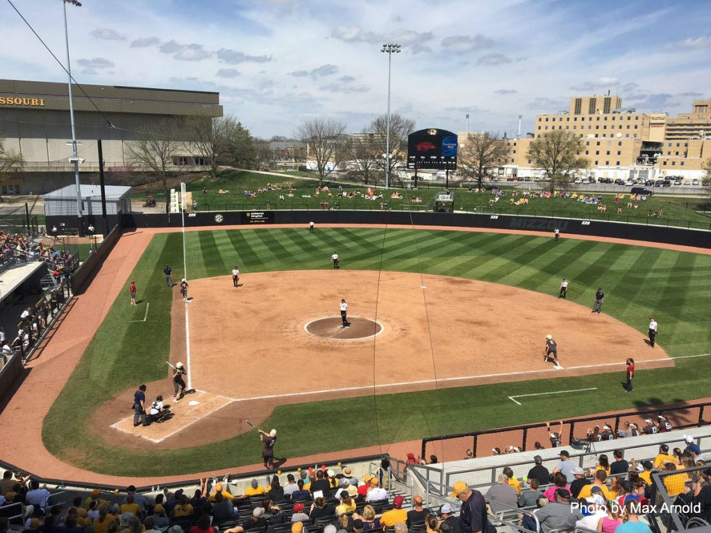 Missouri softball loses footing in series against Arkansas